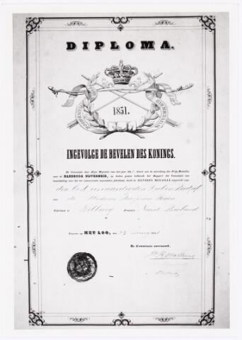 039547 - M.C.N. Bressers Kaarsenfabriek. Provinciale Tentoonstelling Handboog-Nijverheid geeft diploma met zilveren medaille voor best vervaardigde doel en bordpijl door de weduwe Bressers & Zn. te Tilburg (1851).
