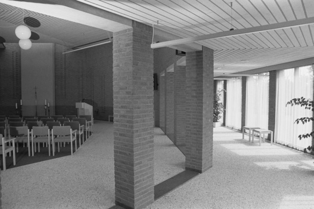 TLB023000003_001 - Crematorium Tilburg en Omstreken. Gebouwd in 1986. Interieur. Aula 1. Aurora