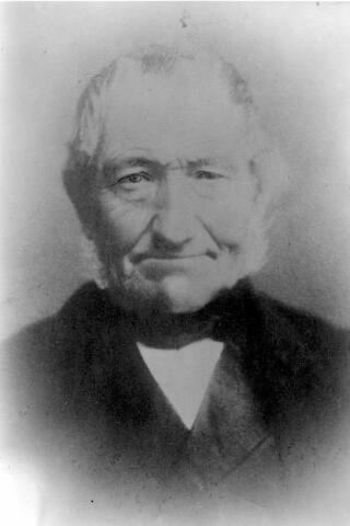 064465 - Johannes Wilhelmus Ader geboren te  Antwerpen in augustus 1809 en overleden in Tilburg in 1889. Hij was metselaar en aannemer van beroep.