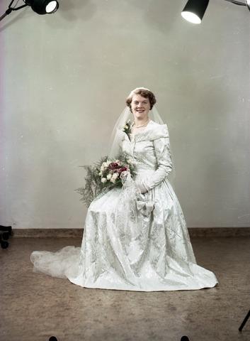 654773 - Portret van een bruid
