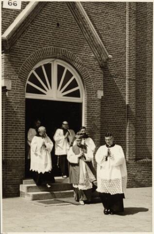 050189 - Priesterwijding. Udenhout.