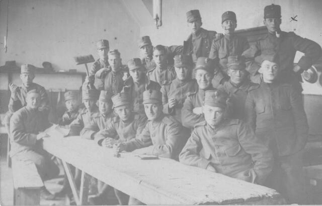066043 - Nederlandse militairen ingekwartierd in Tilburg tijdens de Eerste Wereldoorlog.