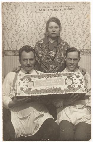 "052107 - Onderwijs. Katholieke  Studie en debatingclub ""Lumen et Veritas"". Fancy Fair  van 26 jan t/m 3 februari 1924. V.l.n.r. Lambertus Hamers, Toos van Ham, Jacques van Ham."