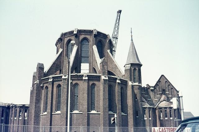 413_00012 - Afbraak Noordhoekse Kerk. R.K. parochiekerk H. Hart van Jezus
