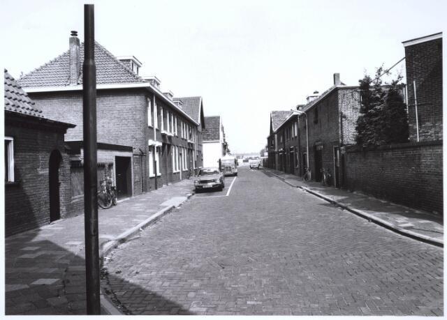 023481 - Gedeelte van de Kapelstraat, gelegen tussen de Goirkestraat (voorgrond) en de Van Hogendorpstraat