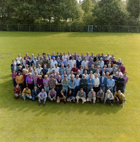 1237_012_957_002 - Onderwijs. Groepsfoto met de medewerkers van De Westhoeve, school voor lager technisch onderwijs aan de Reitse Hoevenstraat in september 1992.
