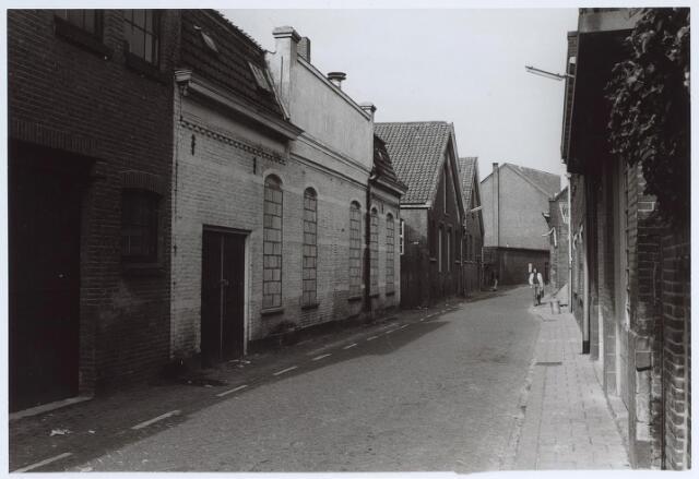 025581 - Langestraat met links enkele slooppanden