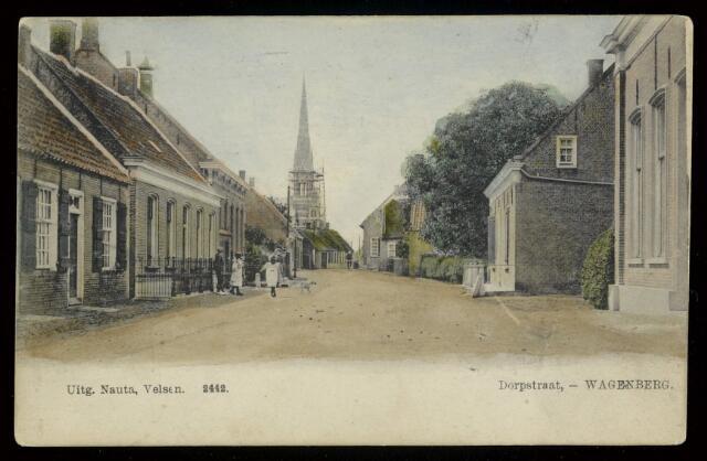 91836 - Ingekleurde foto van de 'Dorpstraat', nu Brouwerijstraat, met op de achtergrond de in aanbouw zijnde Sint Gummarus kerk in 1904. Poststempel 20-8-1933. Zie ook foto's 89122, 91823 en 91831.