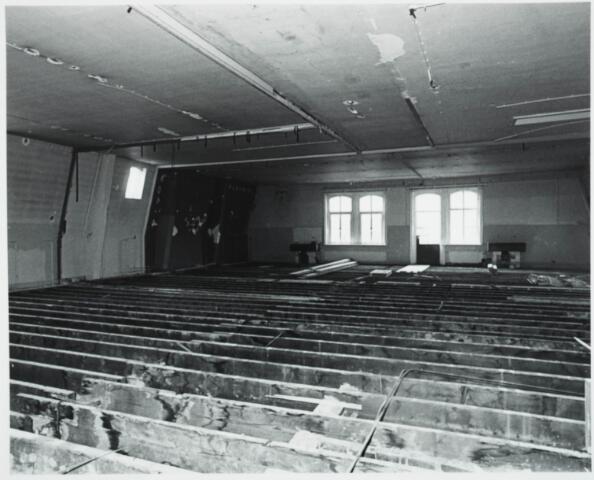 025387 - Interieur van het St. Josephgasthuis aan de Lange Nieuwstraat tijdens de sloop in 1977