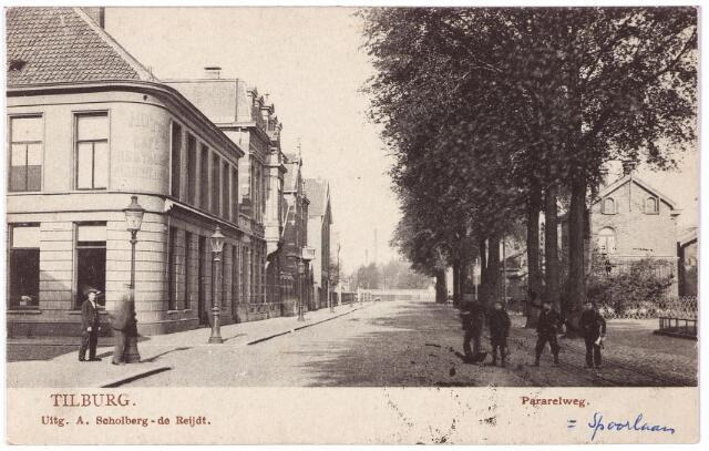 002189 - Spoorlaan, voorheen de Parallelweg, richting Noordhoek. Links hotel Janssen op de hoek van de Stationstraat.