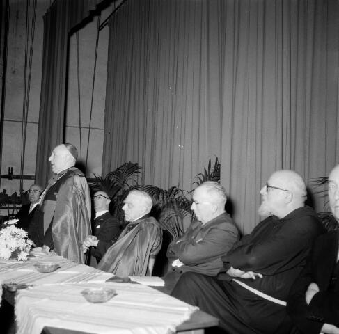 050558 - 40-jarig bestaan van het psychologisch Pedagogisch Instituut der R.K. Leergangen. Mgr. Mutsaerts, mgr. prof. dr. Th. Goossens en huldiging dr. Joannes O.F.M Caf.