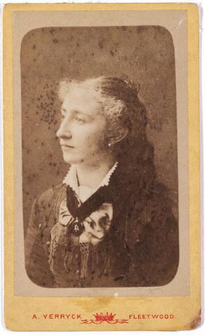 005834 - Maria Dorothea Cornelia van Spaendonck geboren Tilburg 11 december 1859, overleden St Nicolaas (België) 30 oktober 1930. Ingetreden 29 juni 1882 onder de naam zuster Josephine. Professie op 15 augustus 1883, verliet de Congregatie van de Zusters van Liefde in 1885.