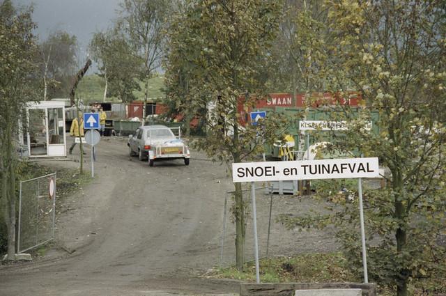TLB023000254_002 - Stortplaats voor gescheiden afvalinzameling op Milieustraat Albion. Foto is gemaakt in het kader van de Gemeentelijke Begrotingsspecial 1993.