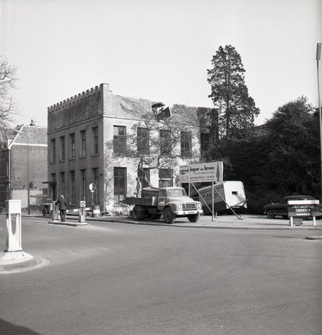 653873 - Afbraak van het Natuurhistorisch Museum. Dit gebouw werd gesloopt voor de aanleg van de Paleisring.
