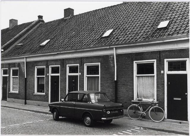 018105 - Panden Elzenstraat 3 tot en met 9 (van rechts naar links)