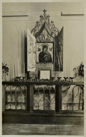91828 - Het devotie altaar Onze Lieve Vrouw van Altijddurende Bijstand, Gummaruskerk, Wagenberg, ingezegend 2-7-1938. De kerk is een Rijksmonument. Zie ook foto 88864.