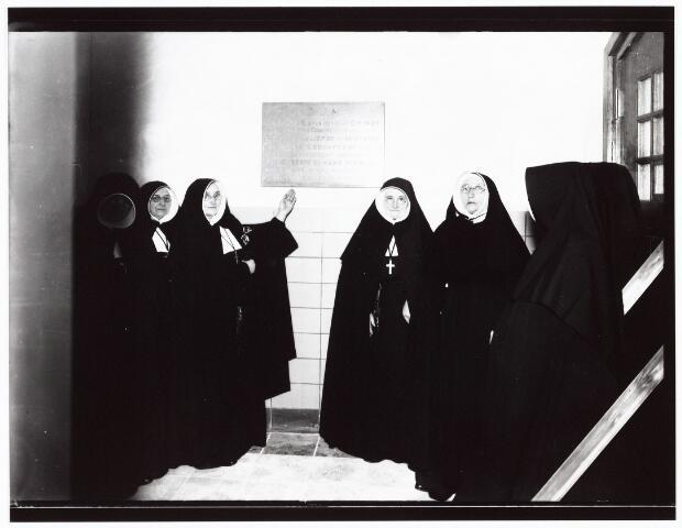 009388 - Kloosters. Zusters van Schijndel bezoeken St. Liduina klooster aan de Pelgrimsweg te Tilburg (in de sacramentsparochie aan de Ringbaan-Oost)