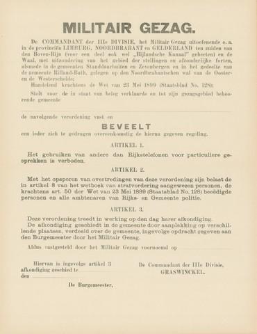 1726_021 - Affiche Tweede Wereldoorlog.   Militair Gezag.Vanaf de bevrijding in 1944 tot het aantreden van het kabinet Schermerhorn-Drees in juni 1945, werd het overheidsgezag in Tilburg uitgeoefend door het Militair Gezag.  Graswinckel, de commandant der IIIe divisie van het Militair Gezag beveelt een verbod op het gebruik van andere dan Rijkstelefoons voor particuliere gesprekken.   Afmeting: 44x57 cm, Drukker onbekend. Zonder datum.   WOII. WO2.