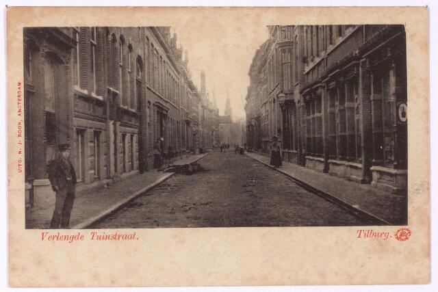 002690 - Tuinstraat richting Heuvel. Het grote pand links, met souterrain werd gebouwd in 1899 en kreeg de huisnummers M1119 en M1119a, vanaf 1910 v.l.n.r. Tuinstraat 87/85. De eerste bewoners waren advocaat en procureur mr. J.A.E. Binck (M1119) en F.J.M. Mutsaerts, firmant van de wollenstoffenfabriek Fr. Mutsaerts & Zn. (M1119a). Op nr. 85 woont vanaf 1908 de joodse arts Salomon Maurits Moerel, afkomstig uit Breda en getrouwd met Adéle Dina Wolff. Later is hij hertrouwd met Clara Visser. Tijdens de Tweede Wereldoorlog vonden ook de joodse families Gersons en Mozes onderdak bij Moerel. Salomon Maurits Moerel en zijn vrouw doken onder op 9 april 1943 bij mevrouw M. J. A. M. van Vugt - Janssen, maar werden op 12 augustus 1944 gearresteerd. Op 6 september 1944 werd het echtpaar in Auschwitz vermoord. Ook Bernard Gersons, lid van de joodse raad in Tilburg, en zijn vrouw Friederika Gomperts kwamen om het leven. Max Mozes en zijn vrouw Batseba Pimentel overleefden de oorlog.