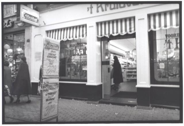 021977 - Drogisterij 't Kruidvat in de Heuvelstraat