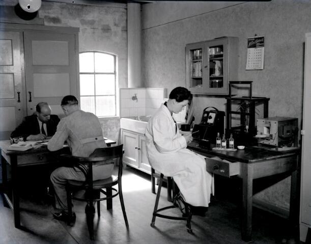 650478 - Schmidlin. Kantoor van graan- en meelhandel Schraven-Eijsbouts aan de Piushaven, mei 1953.