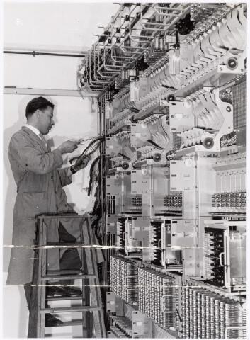 039316 - Volt. Zuid. Telefooncentrale. De telefooncentrale in aanbouw omstreeks 1960 in het nieuwe hoofdkantoor aan de Groenstraat.