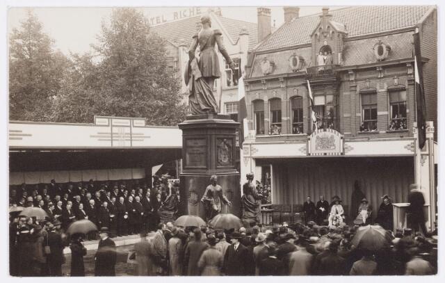 053291 - Koninklijke Bezoeken. Onthulling van het standbeeld van Willem II in aanwezigheid van koningin Wilhelmina.