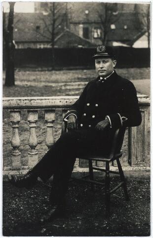 005458 - J.C. van RAAK werd in 1922 aangesteld als hoofdbrandmeester voor het noordelijk stadsdeel.
