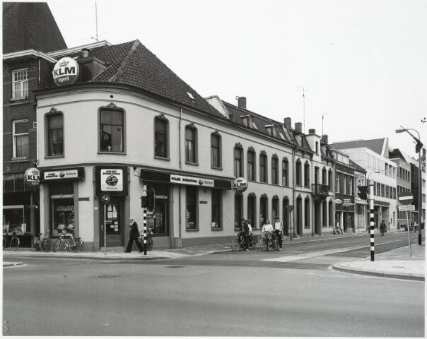 032833 - Stationsstraat met op de voorgrond de panden aan de Spoorlaan 418 en 420