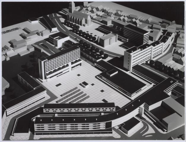 026275 - Maquette van het hernieuwde Koningsplein. Een ontwerp van Jaap Bakema.