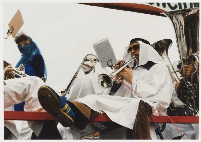 068340 - Carnaval. Een detaial van de wagen van L'Echo de Montagne in de carnavalsoptocht van 1980