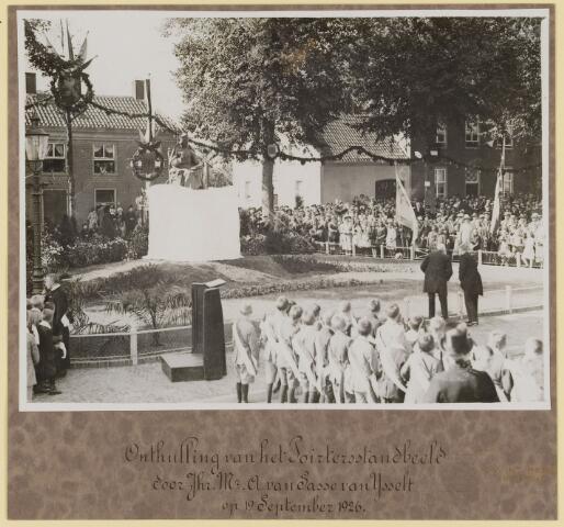 075453 - Onthulling standbeeld Pater Poirters (1926).  Onthulling door Jonkheer Van Sasse van IJsselt op 19 september 1926.
