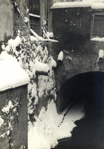 602391 - Mooi hoekje in ´s-Hertogenbosch. De Dommel in de binnenstad tijdens de winter.