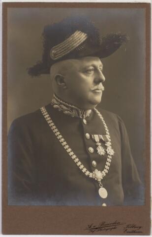 103367 - Burgemeester Raupp (1907-1915) aangeboden aan H.A.M. Moors, amtenaar van de gemeente Tilburg in herinnering Tilburg november 1915.