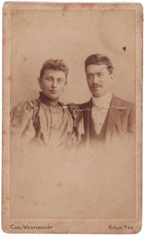 003526 - Thérèse Eras (1870-1957) en Lambert de Beer (1867-1931). Theresia Catharina Huberdina Maria (Thérèse) Eras, geboren te Tilburg 19 april 1870, aldaar overleden 18 juni 1957. Gehuwd met Lambertus Thomas Maria (Lambert) de Beer, geboren te Tilburg 7 juli 1867, aldaar overleden 31 mei 1931. Wollenstoffenfabrikant.