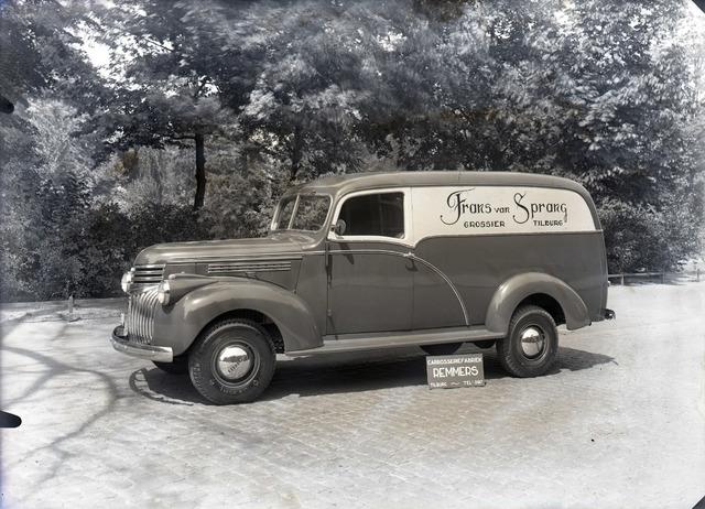 653879 - Bedrijven. Chevrolet pick up model 1945, omgebouwd door carrosseriebouwer Remmers voor de firma van Sprang.