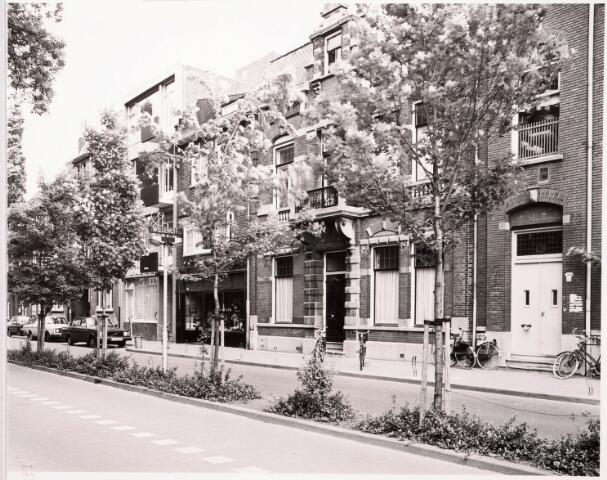 033404 - Tivolistraat. Tweede pand van rechts Tivolistraat 24, voorheen Bosscheweg 456.