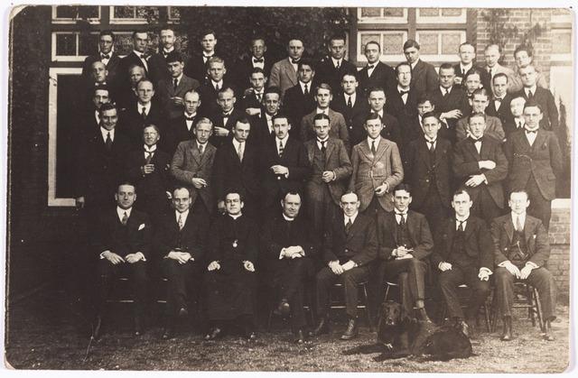 008657 - Retraite van jonge Tilburgse werkgevers in het retraitehuis Loyola