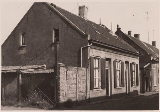023036 - Slooppanden in de Joannes van Oisterwijkstraat eind september 1962