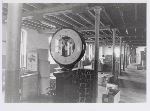 037953 - Textiel. Magazijnruimte van wollenstoffenfabriek George Dröge aan de Goirkestraat