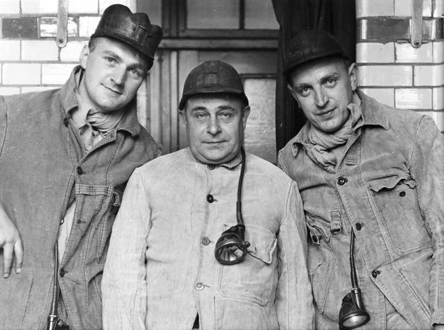 652671 - Portretten. Drie arbeiders. Mijnwerkers?