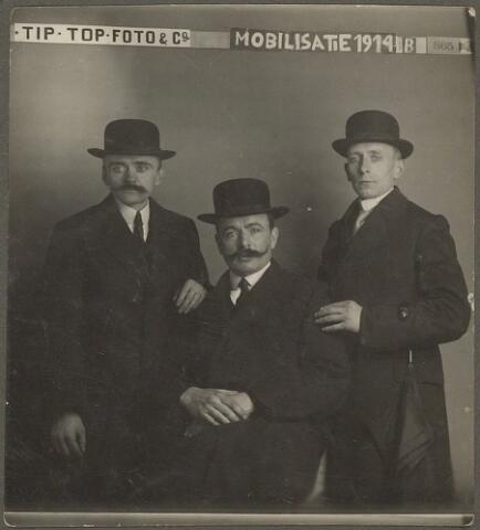603996 - Vervest-der Kinderen, Tilburg. Mobilisatie 1914. De man in het midden van deze foto is Henricus Cornelis Johannes Vervest, geboren in Tilburg op 5 maart 1884 en overleden op 7 augustus 1951 ook in Tilburg.