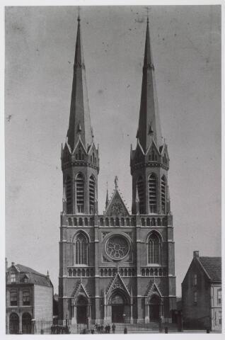 021309 - Heuvelse kerk, kort na de voltooiing, in 1892