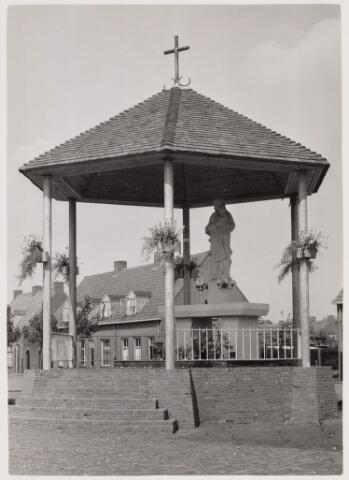 100557 - Kerken. Op 1 mei 1954 werd de Mariakapel behorende bij de H. Antoniusparochie ingewijd