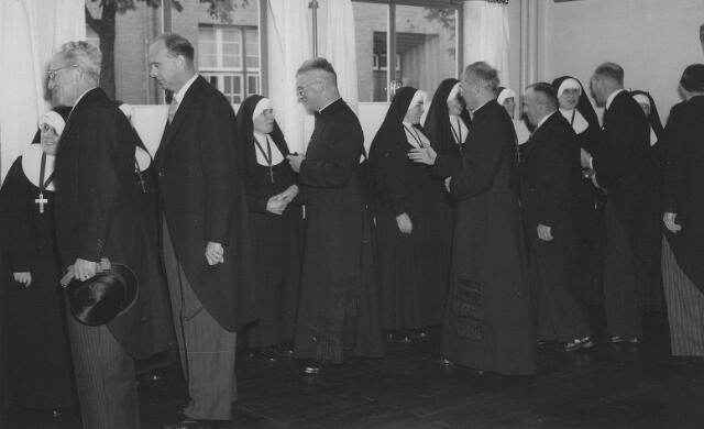 063780 - De receptie van de zusters van het Kostbaar Bloed.