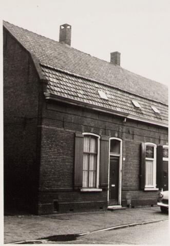 028272 - Voorgevel van het pand aan de Paterstraat 36