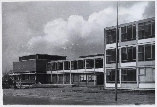 029015 - Middelbaar onderwijs. Theresialyceum aan de Prof. Cobbenhagenlaan.