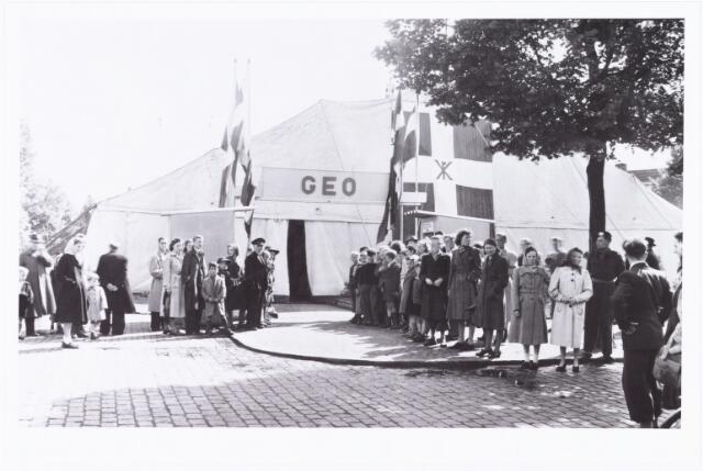 008621 - Missietentoonstelling (GEO) gehouden te Tilburg van 4 t/m 13 juni 1949 op het piusplein. Deze werd op 4 juni plechtig geopend door: mgr Pessers, mgr. Panis en mgr. Van Valenberg. Ze werd gesloten met een plechtige mis op het Heuvelplein.