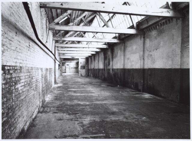 019260 - Interieur van een gebouw van de voormalige wollenstoffenfabriek C. Mommers