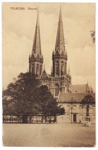 000905 - Heuvel met lindeboom, kerk St. Jozef en pastorie. Rechts de lantaarn, in 1902 opgericht als monument voor burgemeester Jansen.